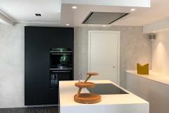 Moderne keuken in souterrain